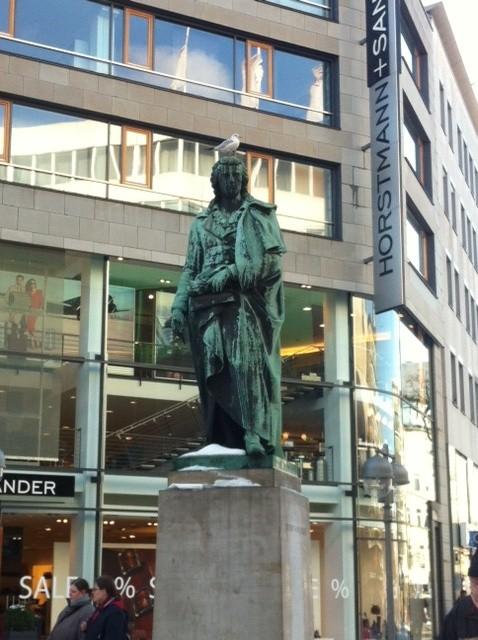 Möve auf Statue